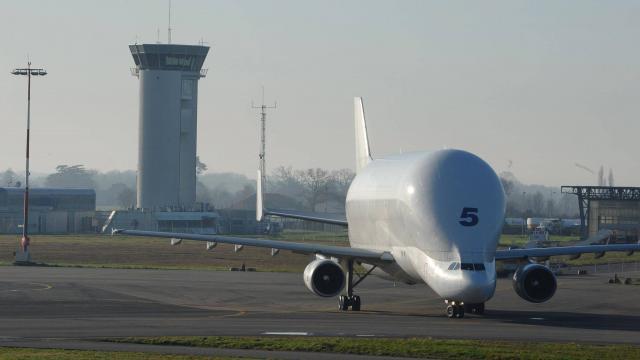 Private jet hire in Saint Nazaire Montoir Airport