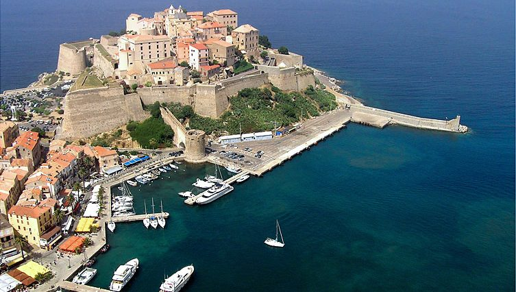 Private jet hire and helicopter in Calvi Sainte Catherine Airport