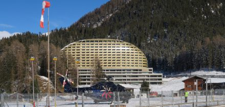 Private jet and helicopter hire from to Davos